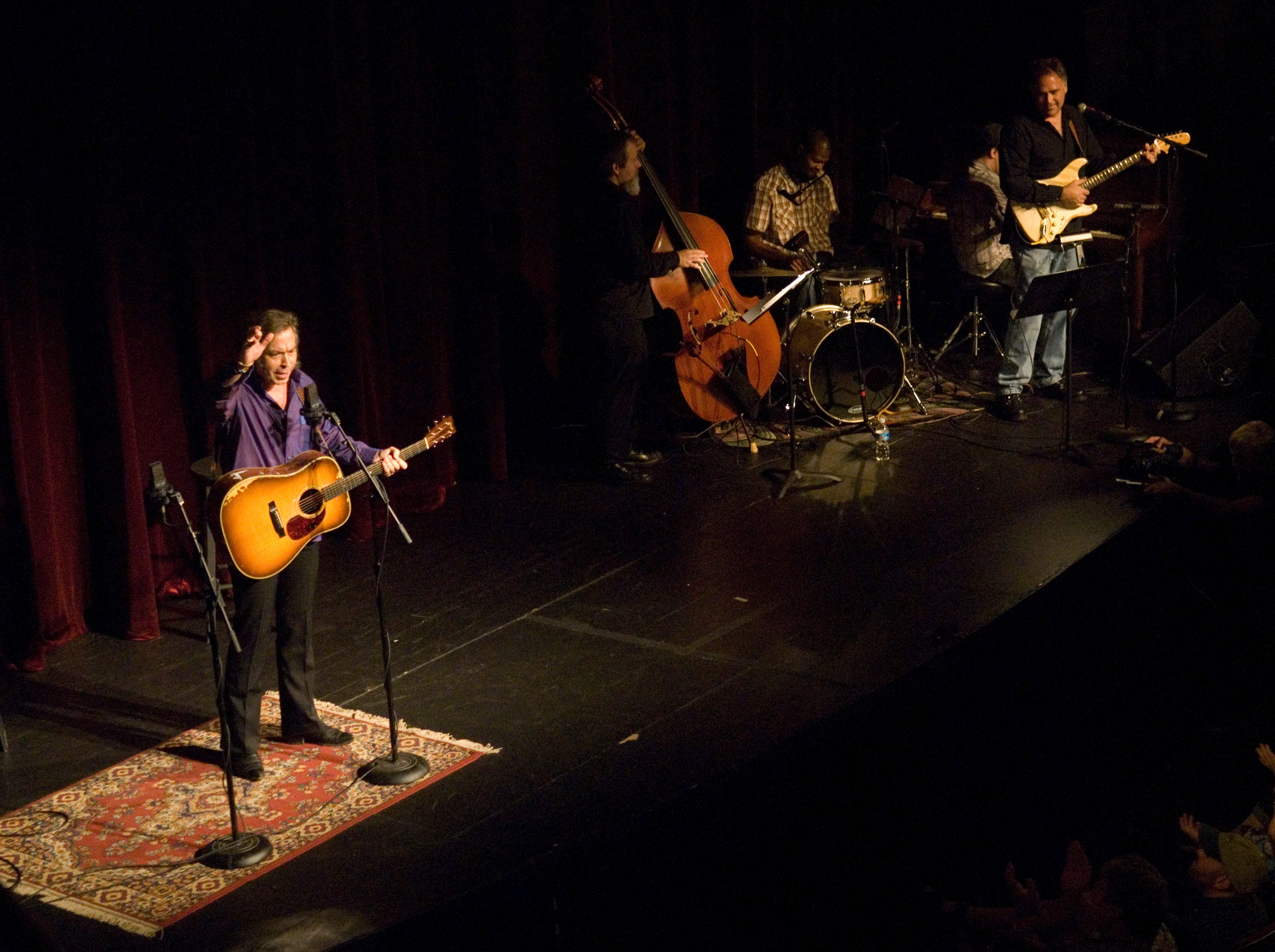 Tennessee Shines is a concert series at the Bijou Theatre. The show, hosted by Jim Lauderdale, debuted to a sold out crowd Wednesday night in 2008.