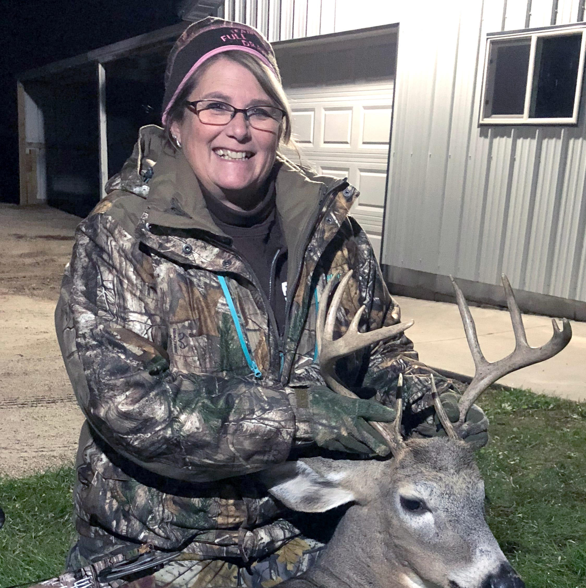 Manitowoc outdoors news: Woman lands 10-point buck, her first with a bow