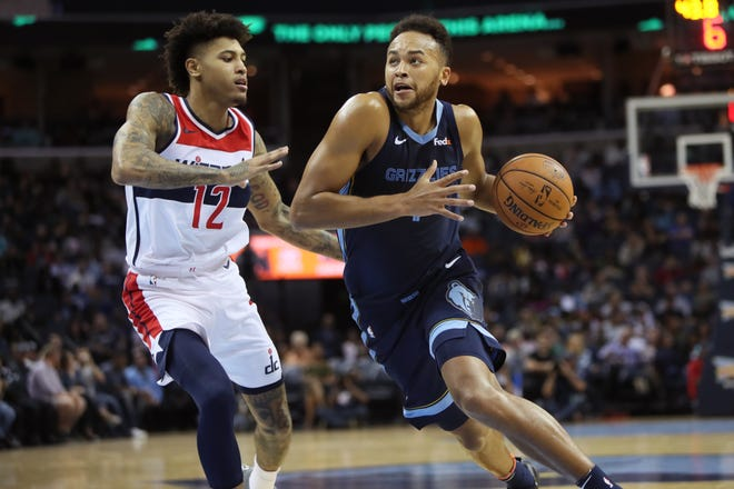 Memphis Grizzlies forward Kyle Anderson drives past Washington Wizards guard Kelly Oubre Jr. during their game at the FedExForum on Tuesday, Oct 30, 2018.