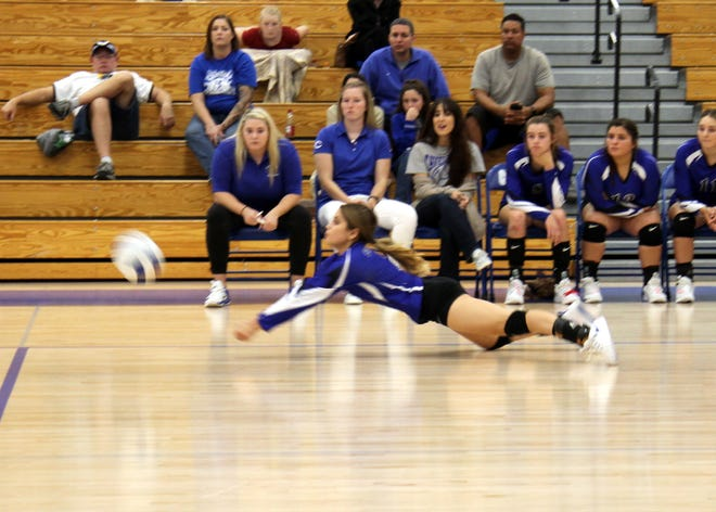Alycia Cruz dives for a ball during the first set of Tuesday's match against Hobbs.