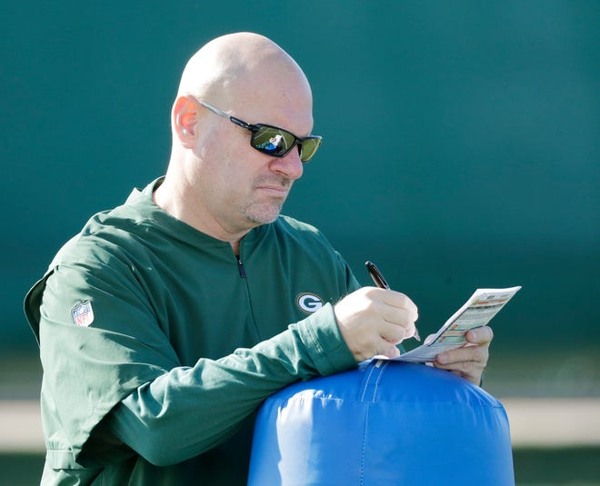 Green Bay Packers defensive coordinator Mike Pettine takes notes during practice at Ray Nitschke Field on Wednesday, October 31, 2018 in Ashwaubenon, Wis.