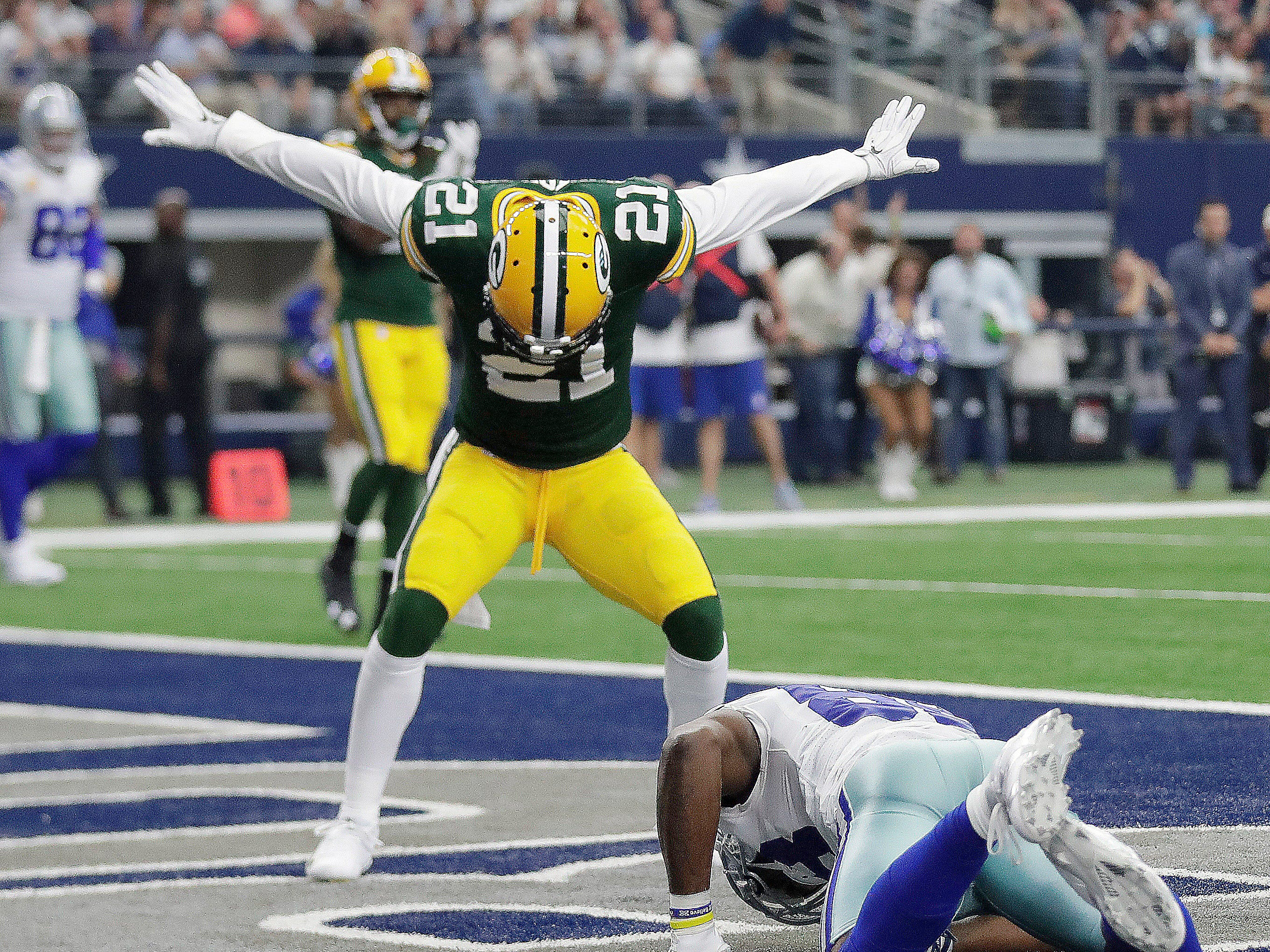 Green Bay Packers free safety Ha Ha Clinton-Dix (21) signals incomplete but was penalized on the play against the Dallas Cowboys Sunday, October 8, 2017 at AT&T Stadium in Arlington, Tx.