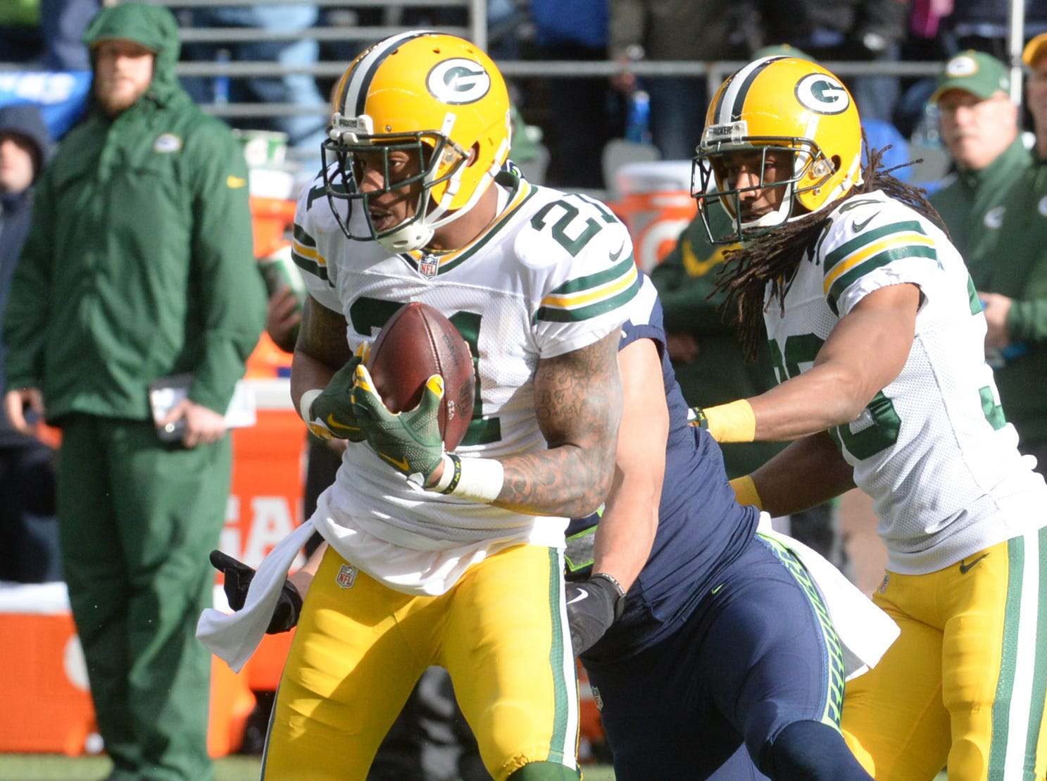 Green Bay Packers Ha Ha Clinton-Dix (21) intercepts a Russell Wilson pass in the second quarter against the Seattle Seahawks at CenturyLink FIeld in Seattle January 18, 2015.