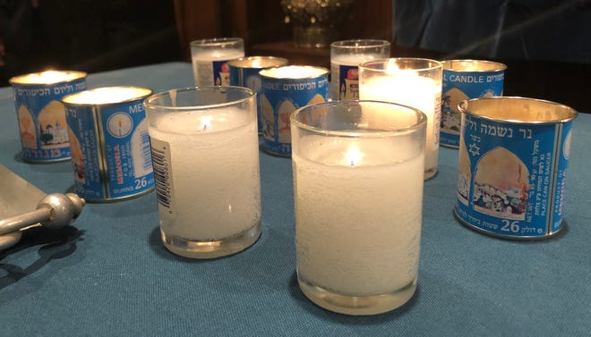 Several hundred people gathered at Congregation Sons of Israel in Chambersburg for a memorial service the evening of Tuesday, Oct. 30 to honor 11 Jewish people who were killed in a shooting in Pittsburgh a few days earlier.