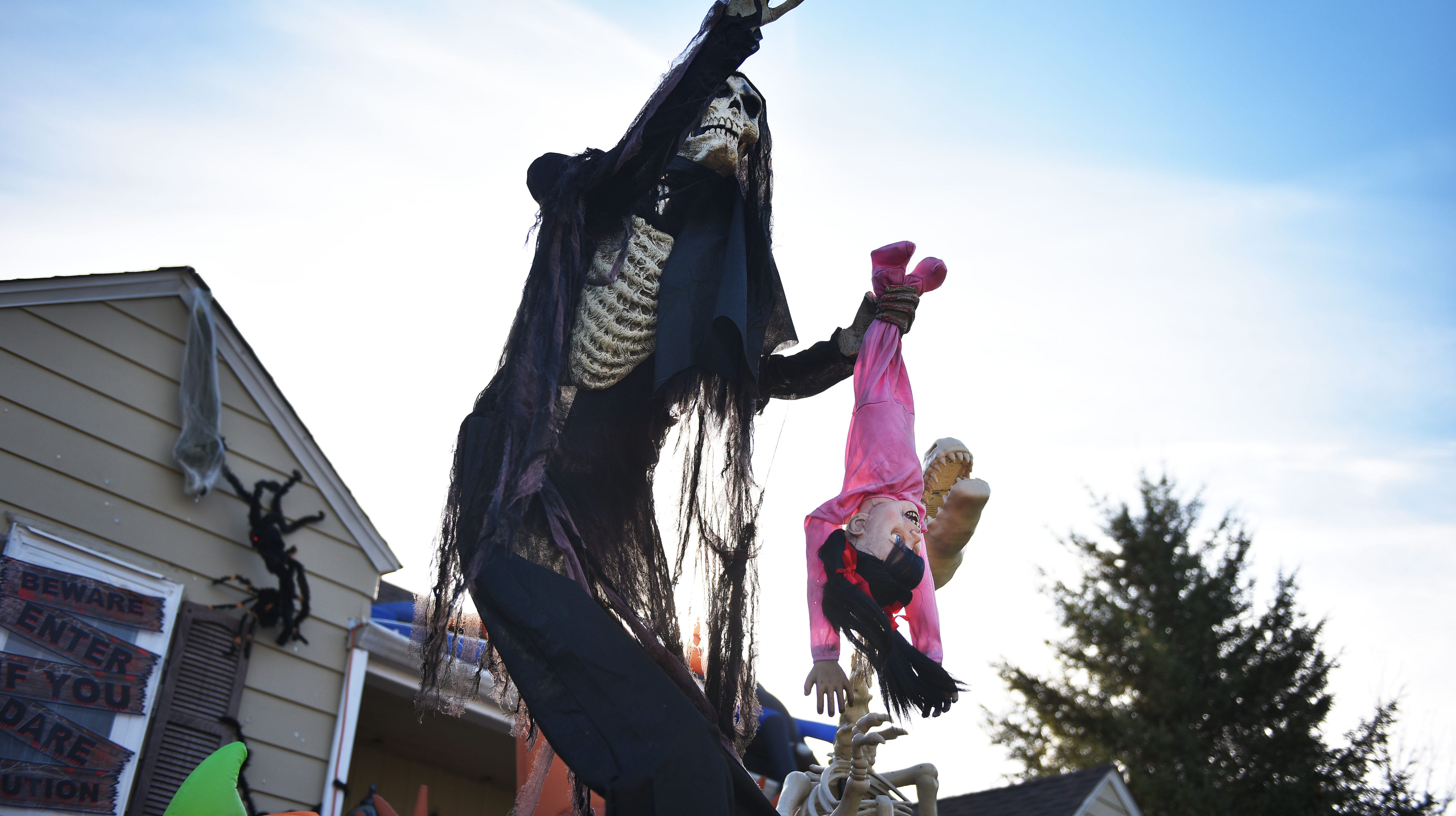 photos: sioux falls homes decorated for halloween