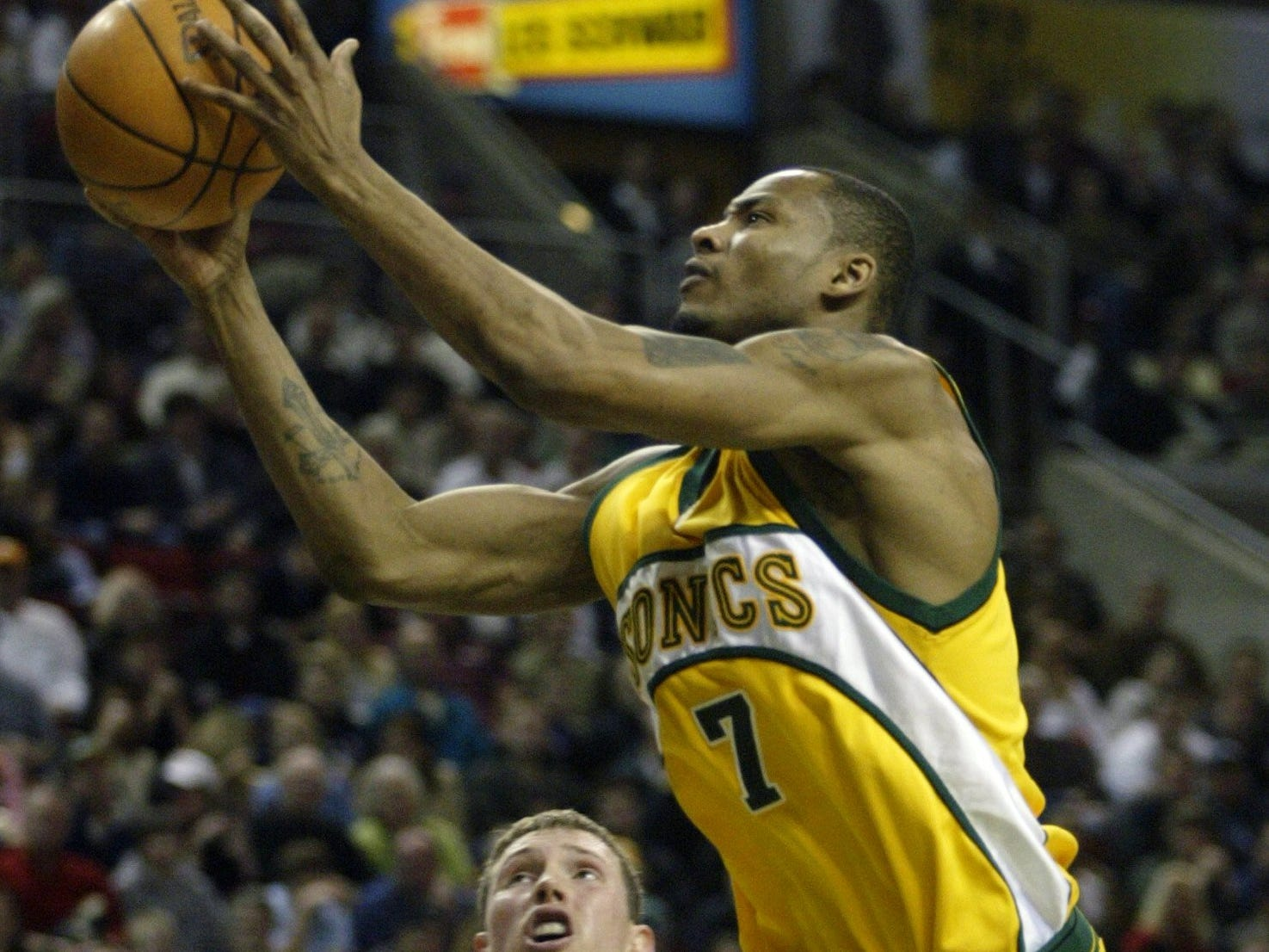 Rashard Lewis' 2005 Seattle SuperSonics uniform looked a lot better in green than the alternate yellow.
