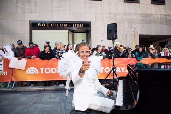 Hoda Kotb as Elton John.