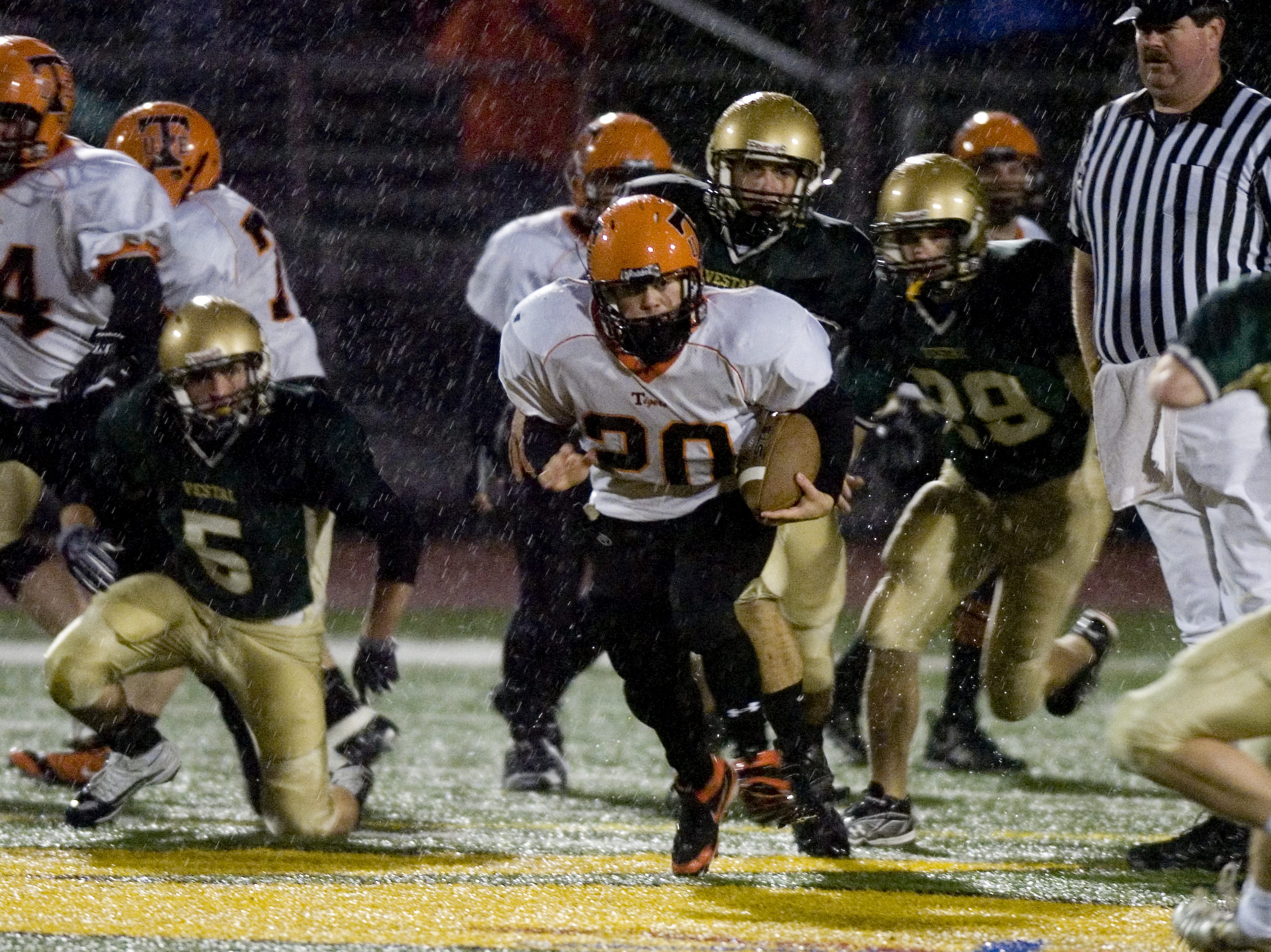 Union-Endicott's William Bedoya, 20, runs away with the ball in the first quarter of a 2009 game at Dick Hoover Stadium.