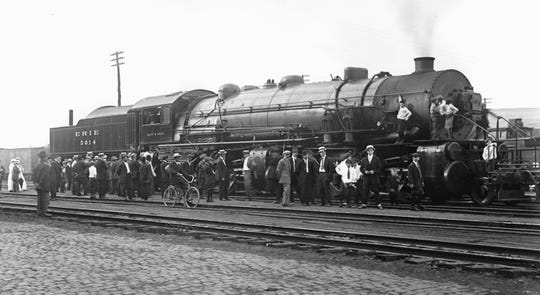 A Delaware, Lackawanna & Western engine at the roundhouse in Binghamton in the 1890s.