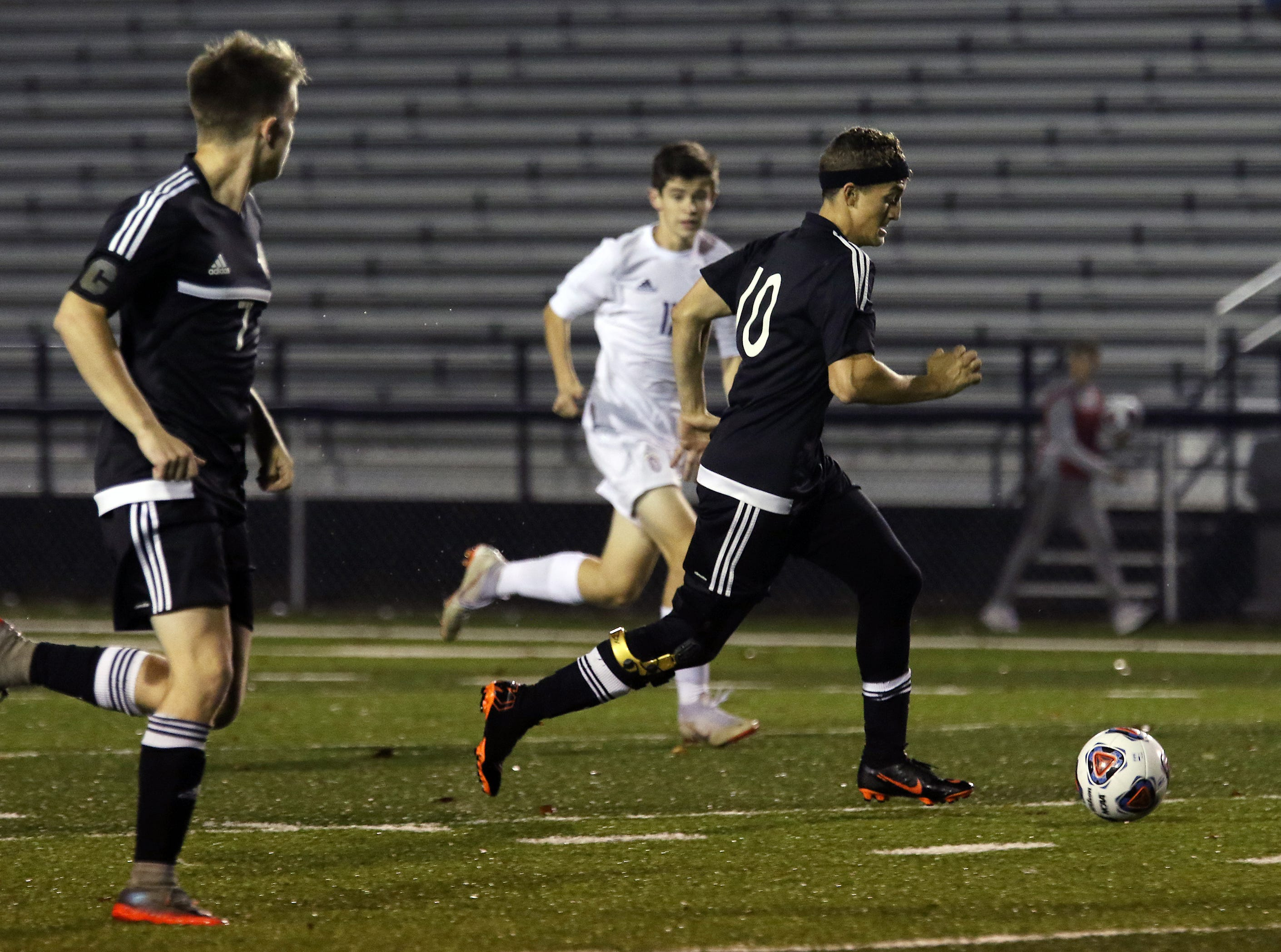 River View's Andrew Martin moves with the ball against DeSales.