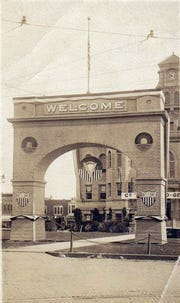 A victory arch was constructed in Centerville, Iowa, to welcome home the troops after World War I. It was later reconstructed, and the Arch of Remembrance is at Centerville's Oakland Cemetery.