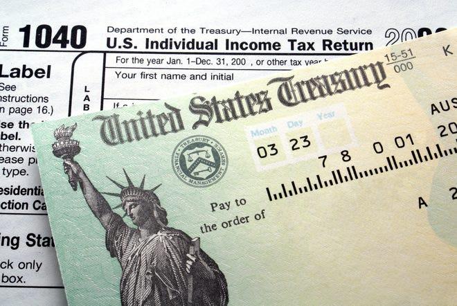 Tax return check on 1040 form
