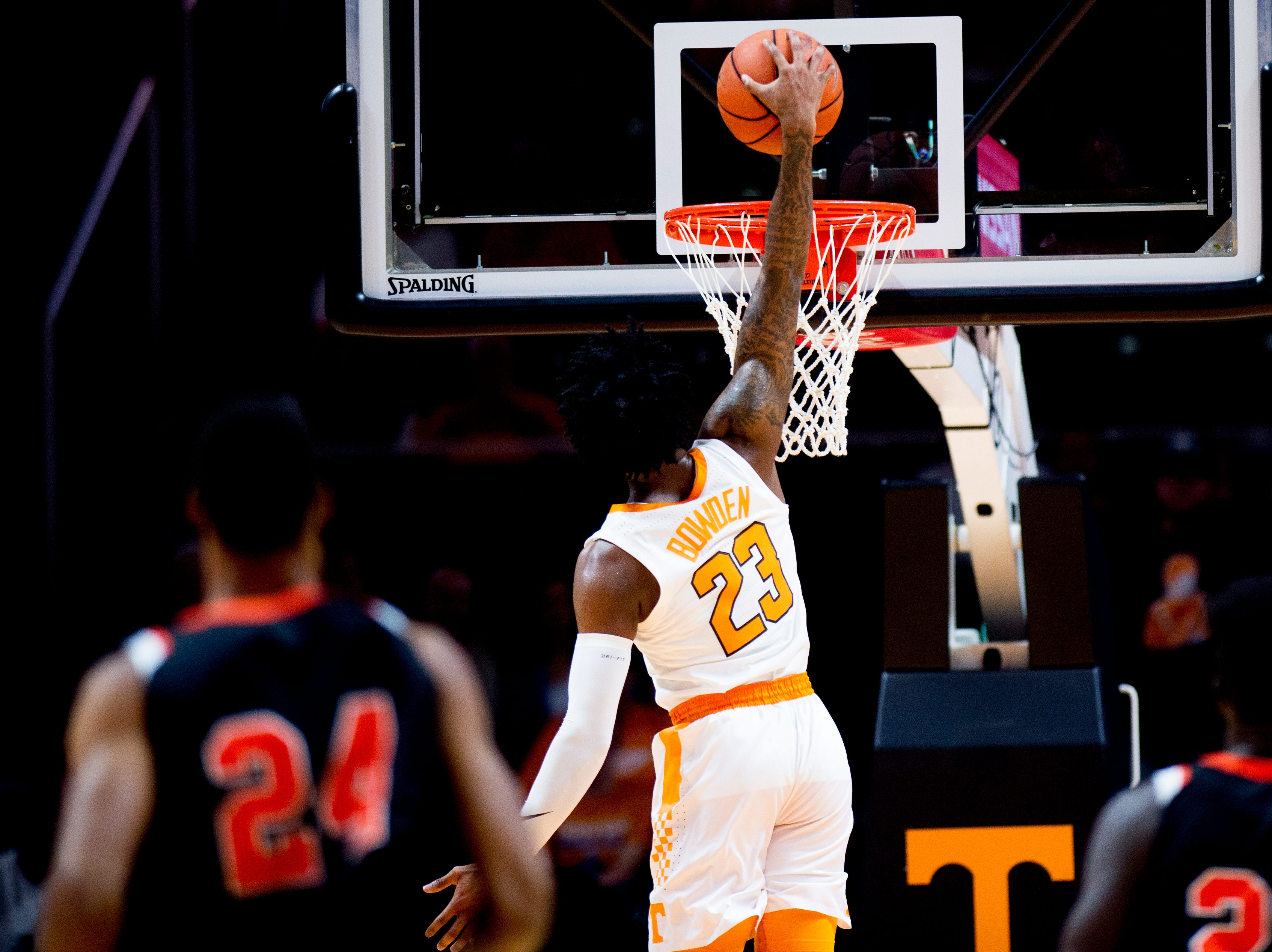 Tennessee guard Jordan Bowden (23) dunks during a game between Tennessee and Tusculum at Thompson-Boling Arena in Knoxville, Tennessee on Wednesday, October 31, 2018.