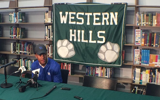 Western Hills star Wandale Robinson committed to Kentucky over Nebraska, Ohio State, Alabama and Purdue on Nov. 1, 2018.