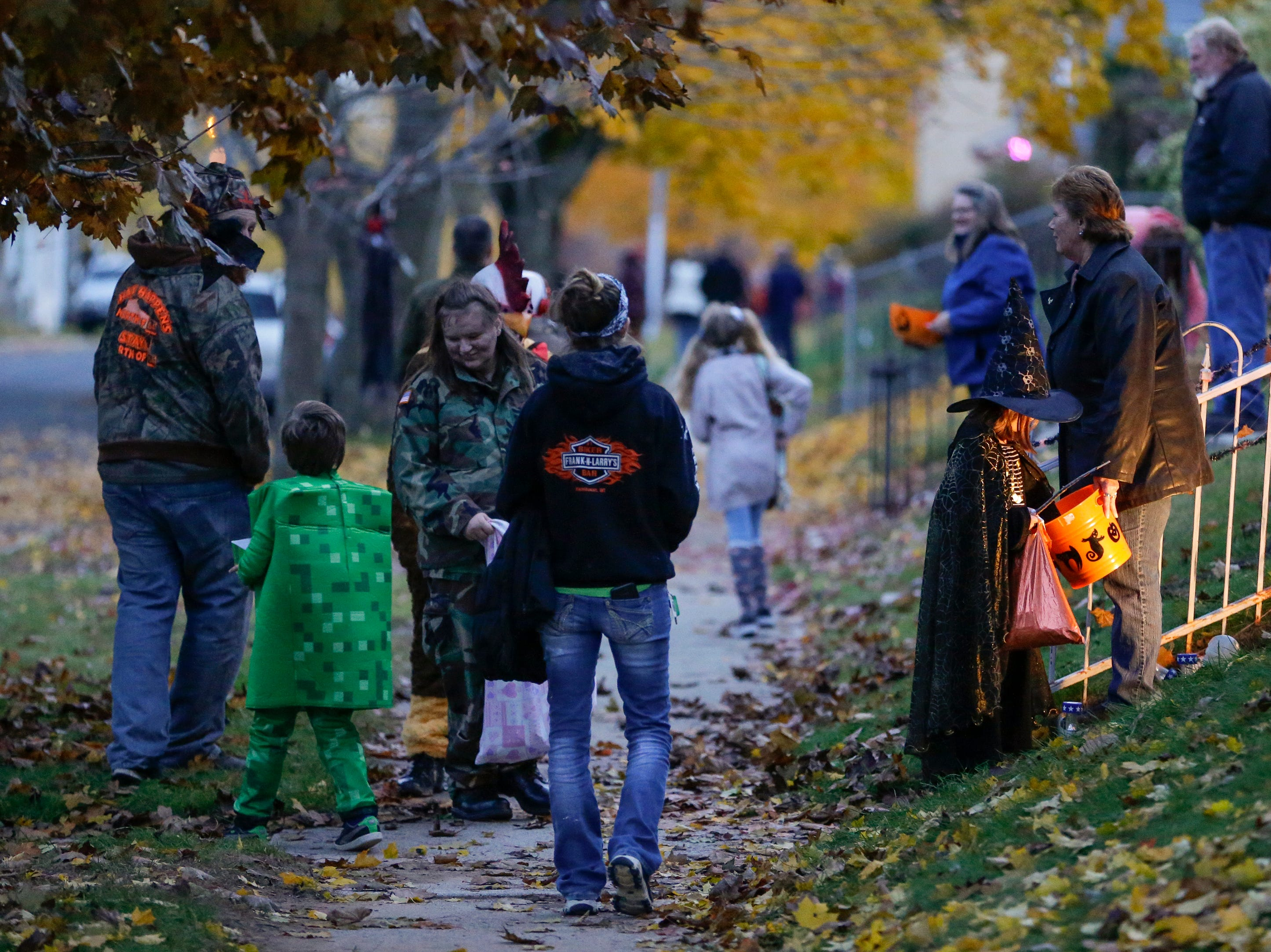 Kids trick or treat on Halloween Wednesday, October 31, 2018, in Manitowoc, Wis. Joshua Clark/USA TODAY NETWORK-Wisconsin