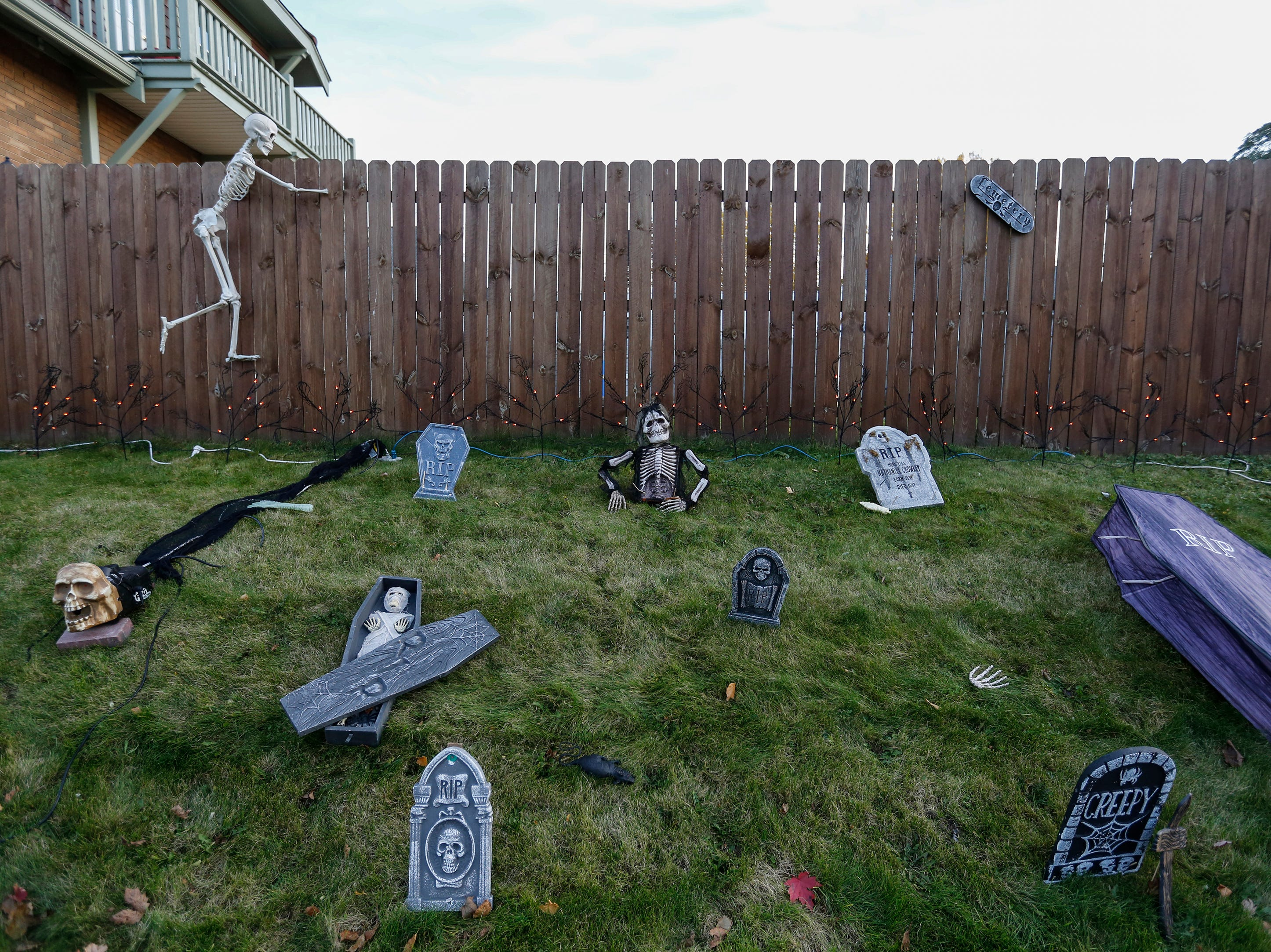 Halloween decorations on a lawn as kids trick or treat Wednesday, October 31, 2018, in Manitowoc, Wis. Joshua Clark/USA TODAY NETWORK-Wisconsin