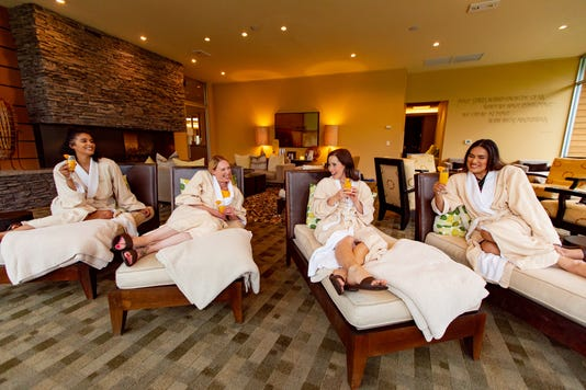 019 Girlfriends Lounging At Heidel House Spa In Green Lake