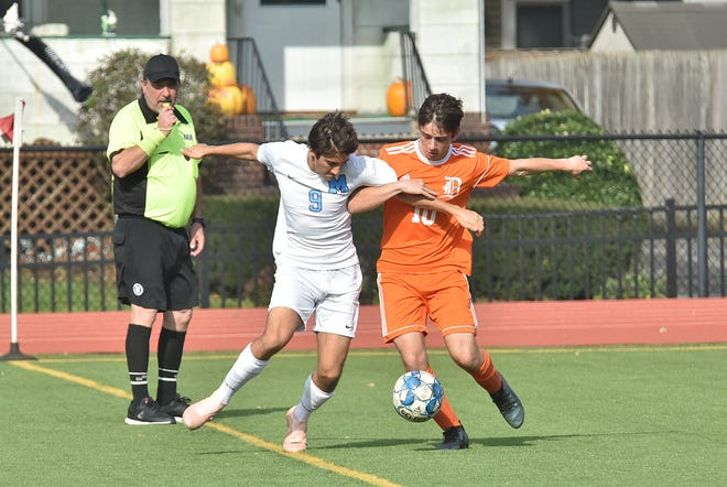 Dumont's Tim Downing, right, and Ertug Vurgun of Mahwah get tangled up during a battle for possession.