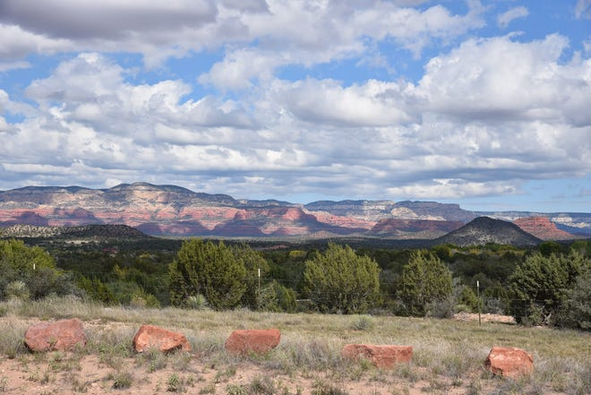 Sedona red rocks seen from the Lime Kiln Trail.