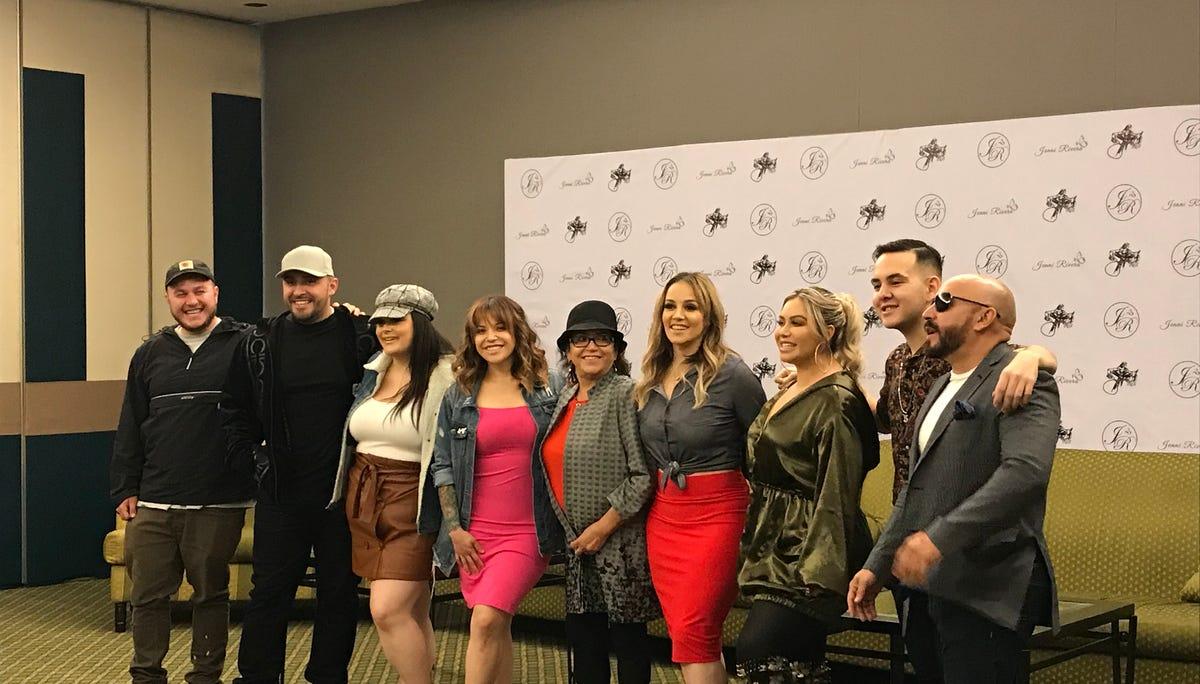 Familia Rivera busca para cumplir sueños de Jenni Rivera