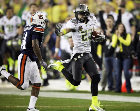 Oregon's Jeff Maehl makes a big gain in Glendale, Ariz., on Jan. 10, 2011, in the BCS national championship game against Auburn.