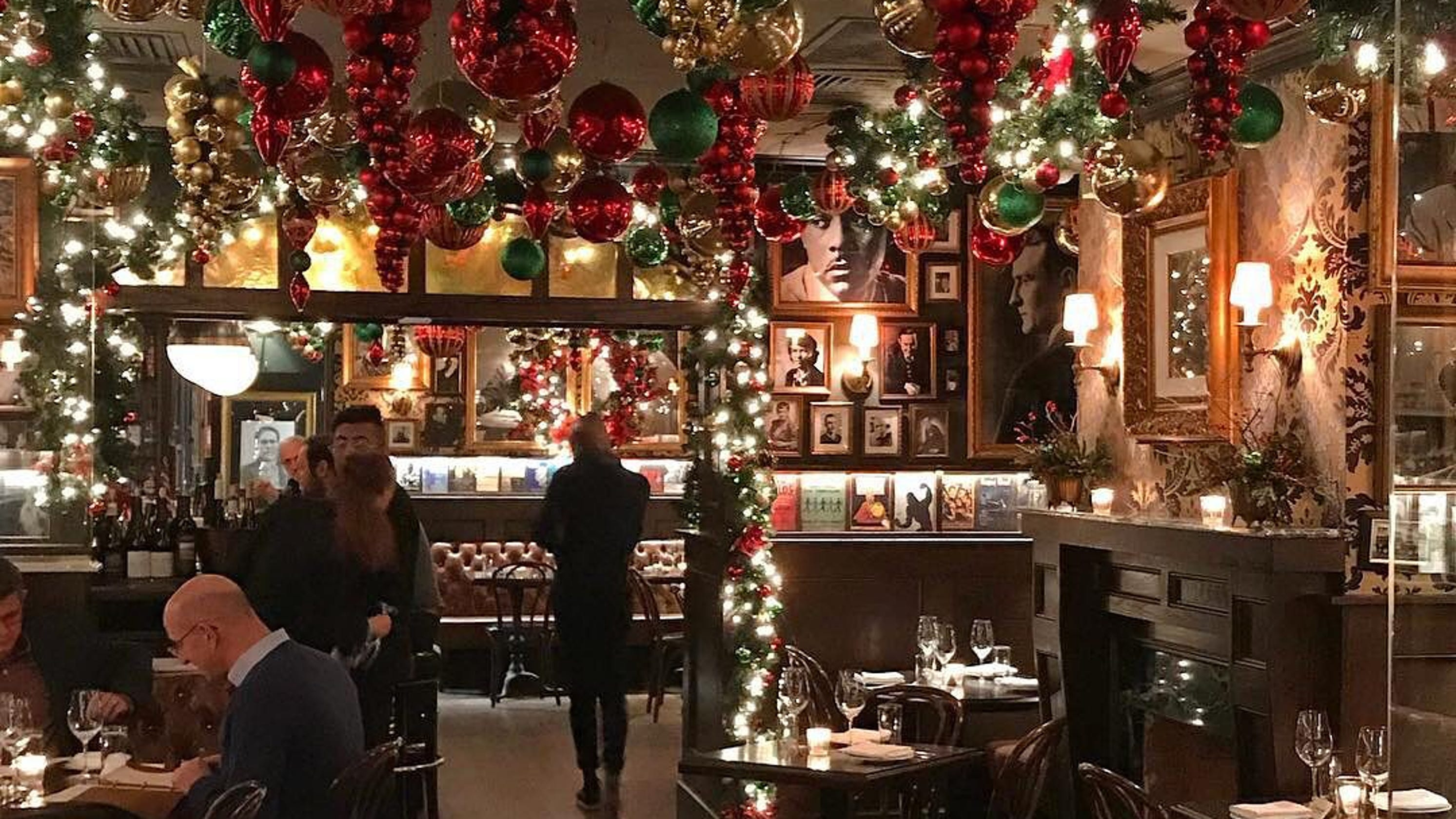 Rolfs Christmas Bar Nyc.5 Manhattan Restaurants That Take Holiday Decorating To