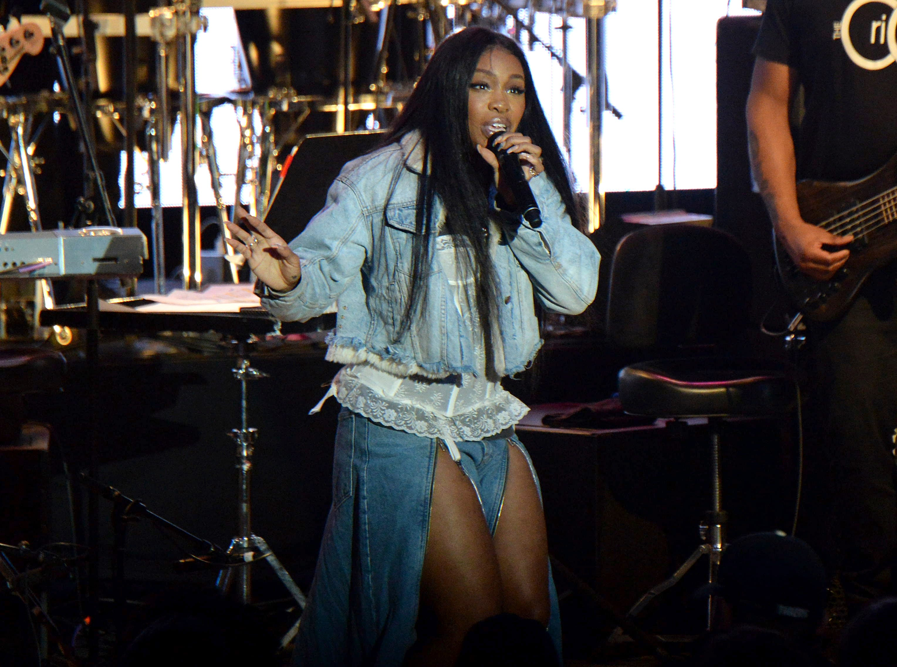 SZA performs during the tribute event Mac Miller: A Celebration of Life on Wednesday, Oct. 31, 2018, at the Greek Theatre in Los Angeles. (Photo by Amy Harris/Invision/AP) ORG XMIT: CAPM111