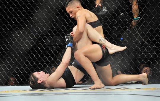 Sijara Eubanks (top) fights Lauren Murphy earlier in 2018.
