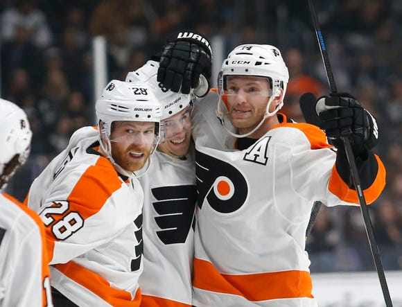 Claude Giroux, Robert Hägg and Sean Couturier all had points in the Flyers' 5-2 win over the Los Angeles Kings.