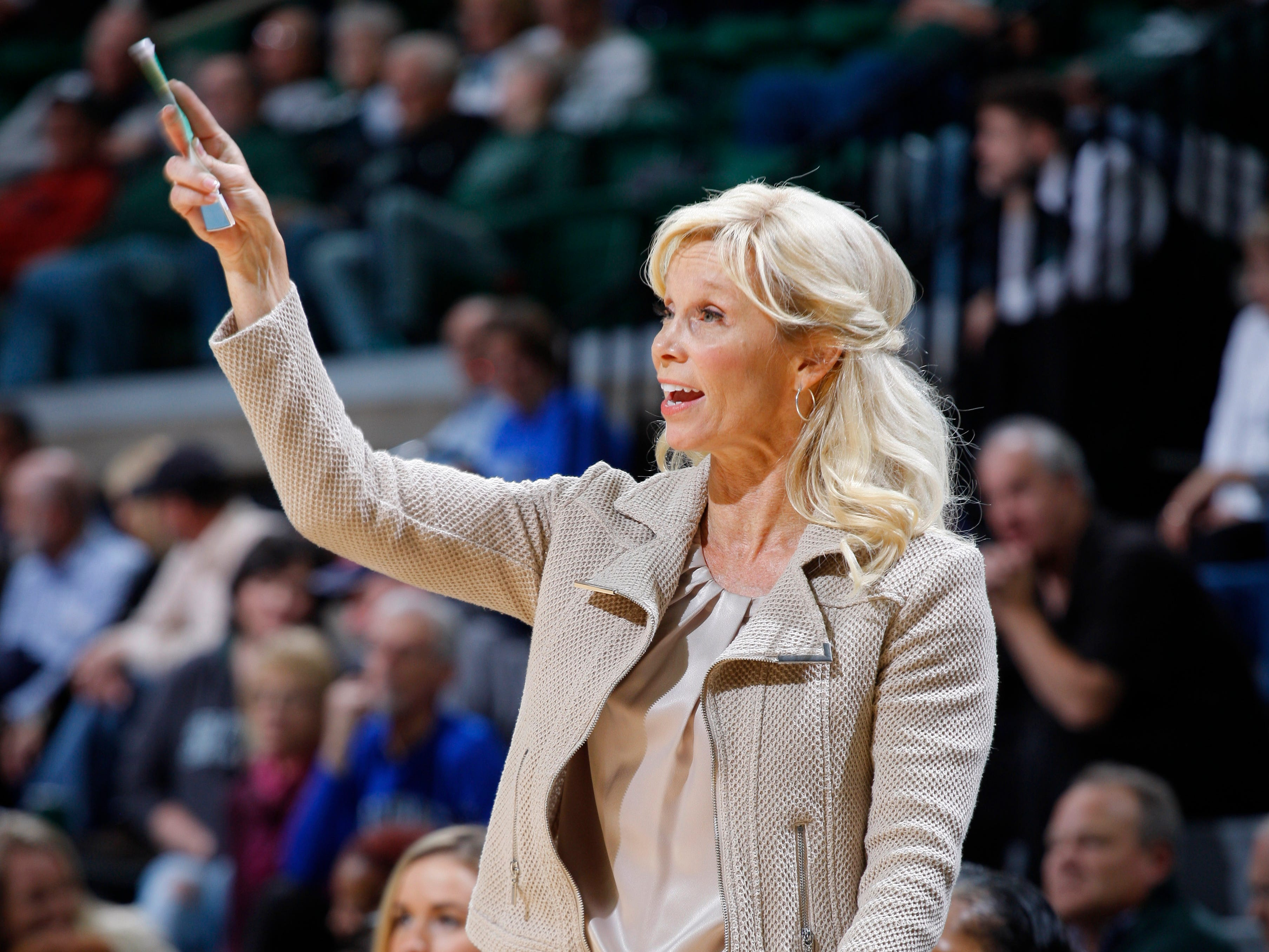 Michigan State coach Suzy Merchant gives instructions against Hillsdale, Thursday, Nov. 1, 2018, in East Lansing, Mich.
