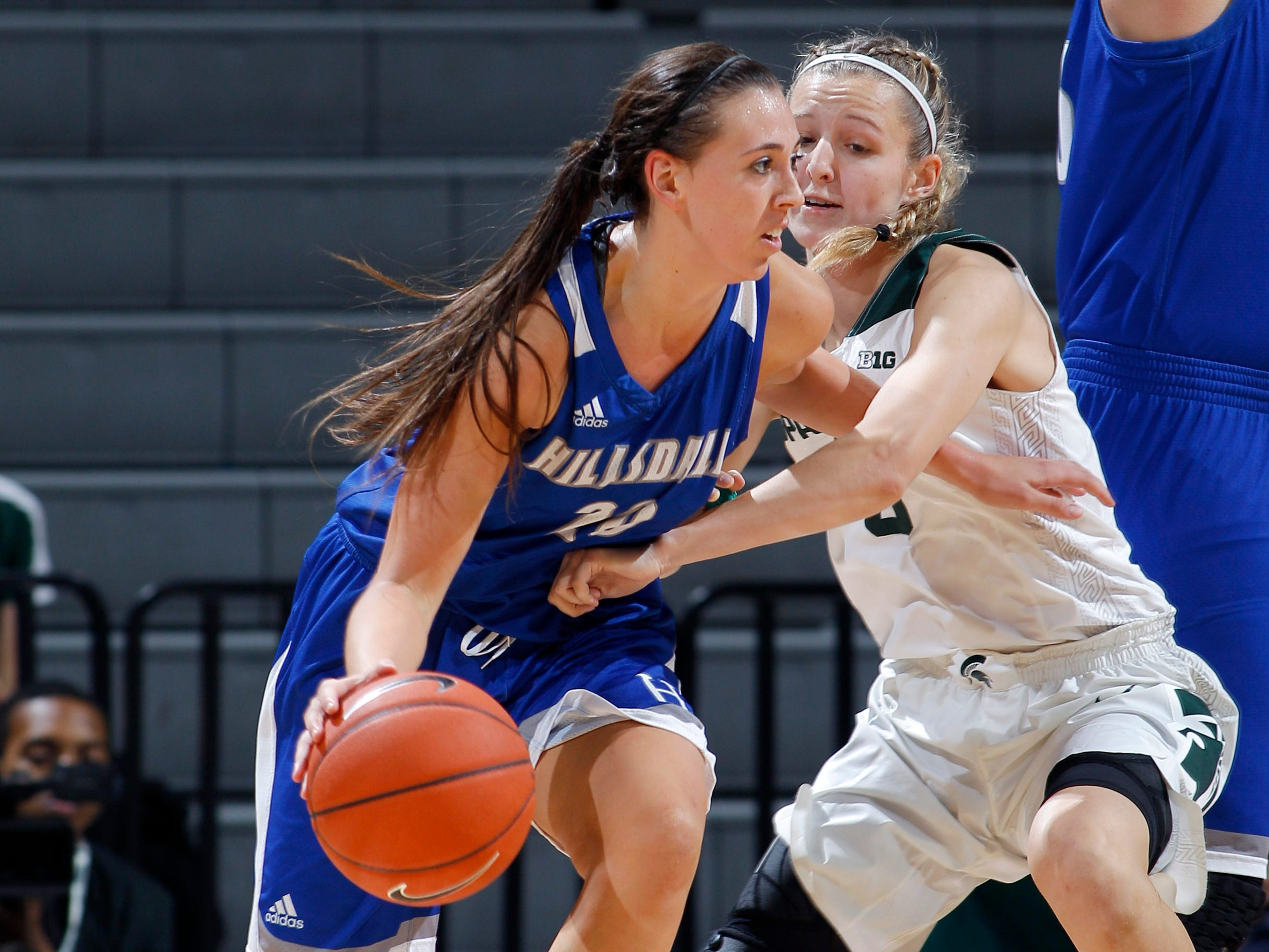 Hillsdale's Makenna Ott, left, who is from Haslett, drives against Michigan State's Claire Hendrickson, Thursday, Nov. 1, 2018, in East Lansing, Mich.