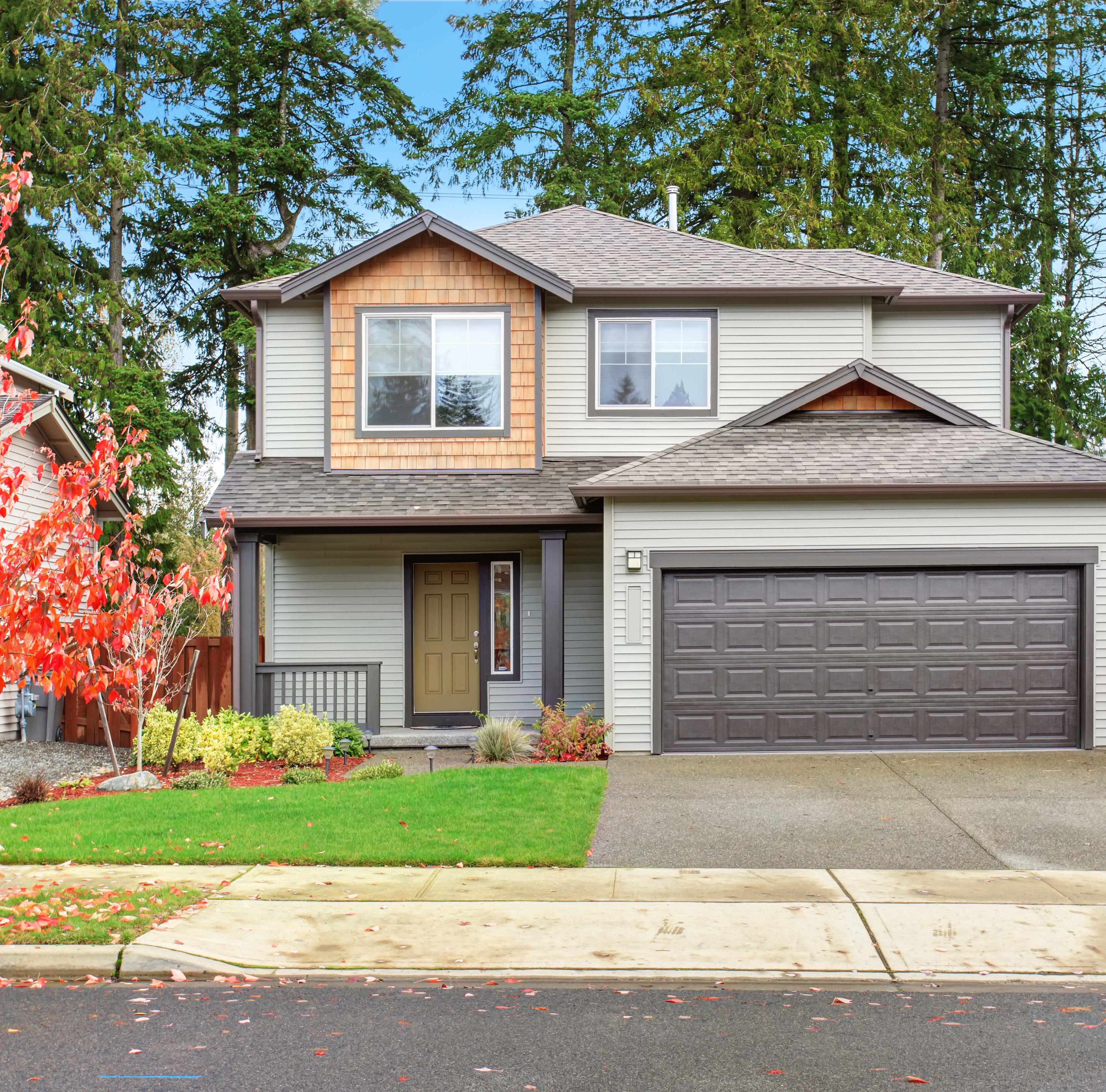 Spruce Up Your Fall Curb Appeal With These Helpful Tips