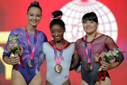 La gimnasta mexicana Alexa Moreno (der.) se convirtió en la primera medallista tricolor en ganar medalla en un mundial.