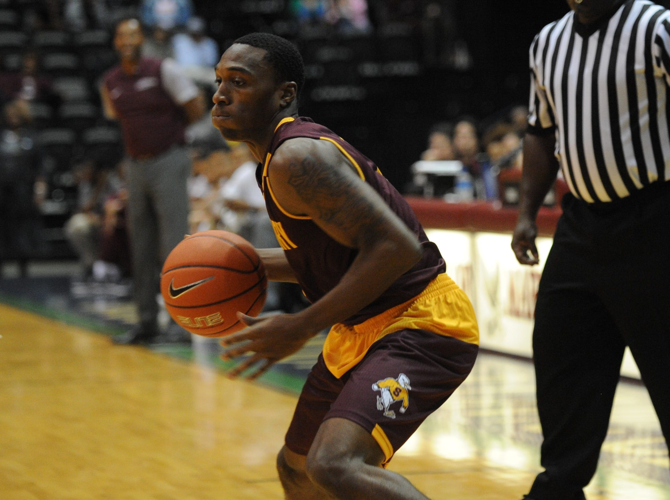 Salisbury University guard Gary Briddell dribbles the ball in the corner against the University of Maryland Eastern Shore during the 10-Mile Tipoff on Thursday, Nov. 1, 2018.