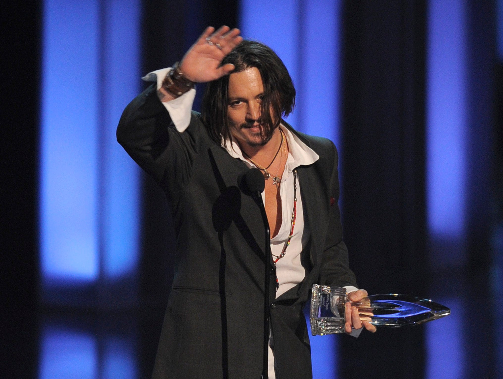 Johnny Depp accepts the award for favorite movie actor of the decade at the People's Choice Awards on Wednesday Jan. 6, 2010, in Los Angeles. (AP Photo/Chris Pizzello) ORG XMIT: CADC165