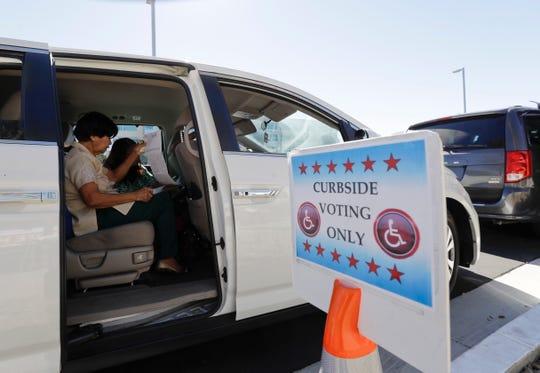 La ley enCarolina del Sur requiere votación desde la acera como opción para votantes.