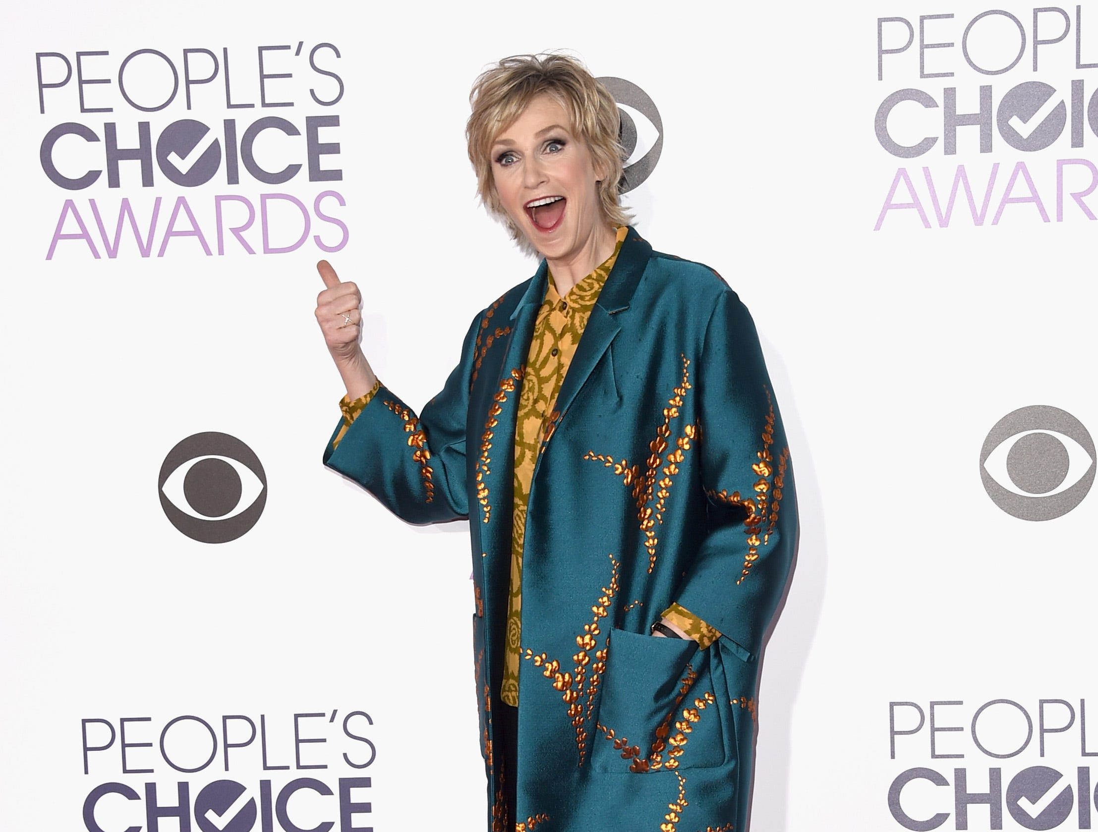 LOS ANGELES, CA - JANUARY 06: Actress Jane Lynch attends the People's Choice Awards 2016 at Microsoft Theater on January 6, 2016 in Los Angeles, California.  (Photo by Jason Merritt/Getty Images) ORG XMIT: 585845407 ORIG FILE ID: 503676702