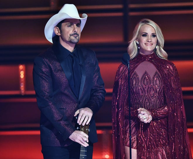 Brad Paisley and Carrie Underwood return to host the 52nd annual CMA Awards.