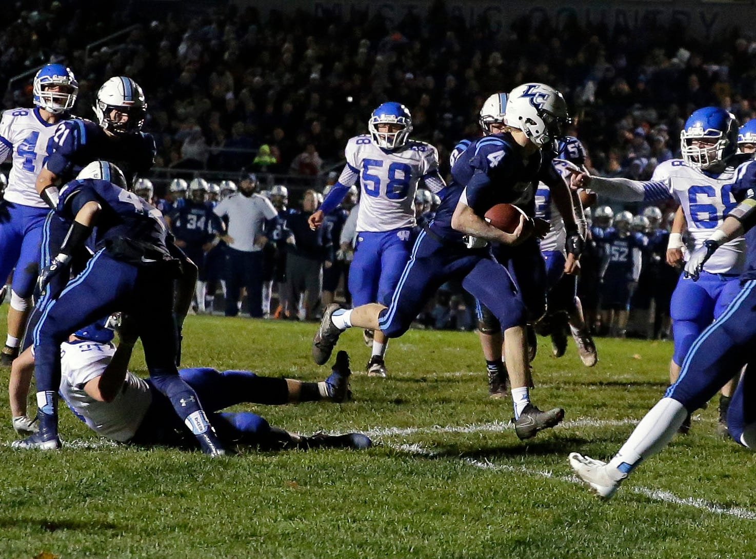 Noah Mueller of Little Chute runs in for a touchdown against Wrightstown in a WIAA Division 4 Level 3 playoff game Friday, November 2, 2018, at Fitzpatrick Field in Little Chute, Wis.Ron Page/USA TODAY NETWORK-Wisconsin