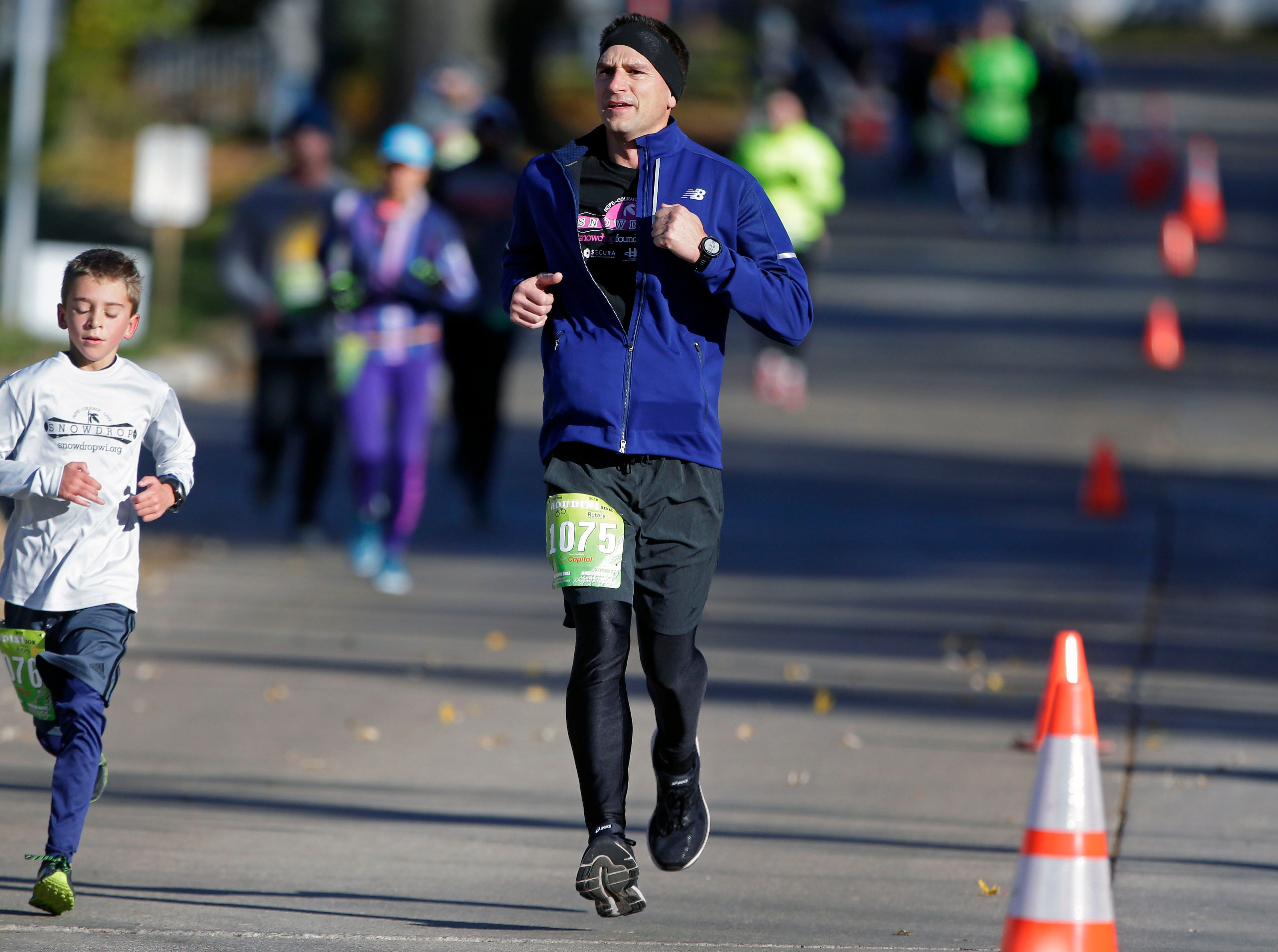 Marcus (left) and Sam Benjamin run during the 4th annual Appleton Houdini 10K tSaturday, November 3, 2018, in Appleton, Wis.Ron Page/USA TODAY NETWORK-Wisconsin