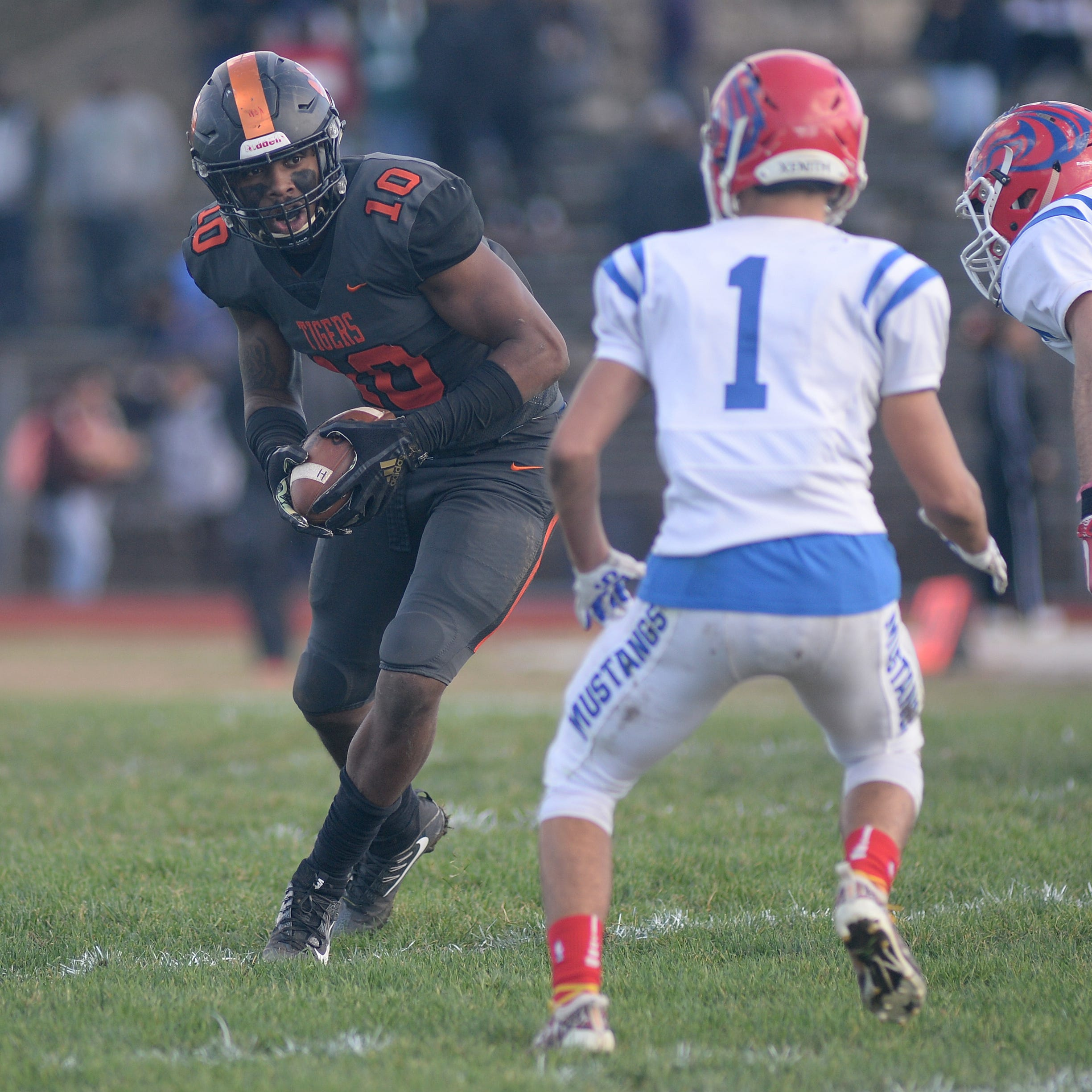 South Jersey football: Woodrow Wilson standout Fadil Diggs commits to Texas A&M