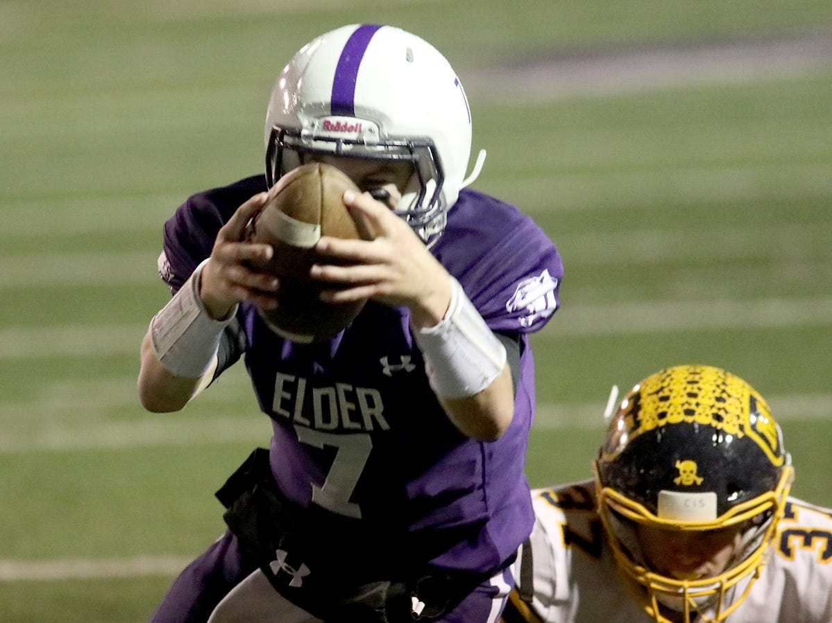 Elder Qb Matthew Luebbe scores a touchdown during the Panthers' playoff game against Moeller, Friday, Nov. 2, 2018.