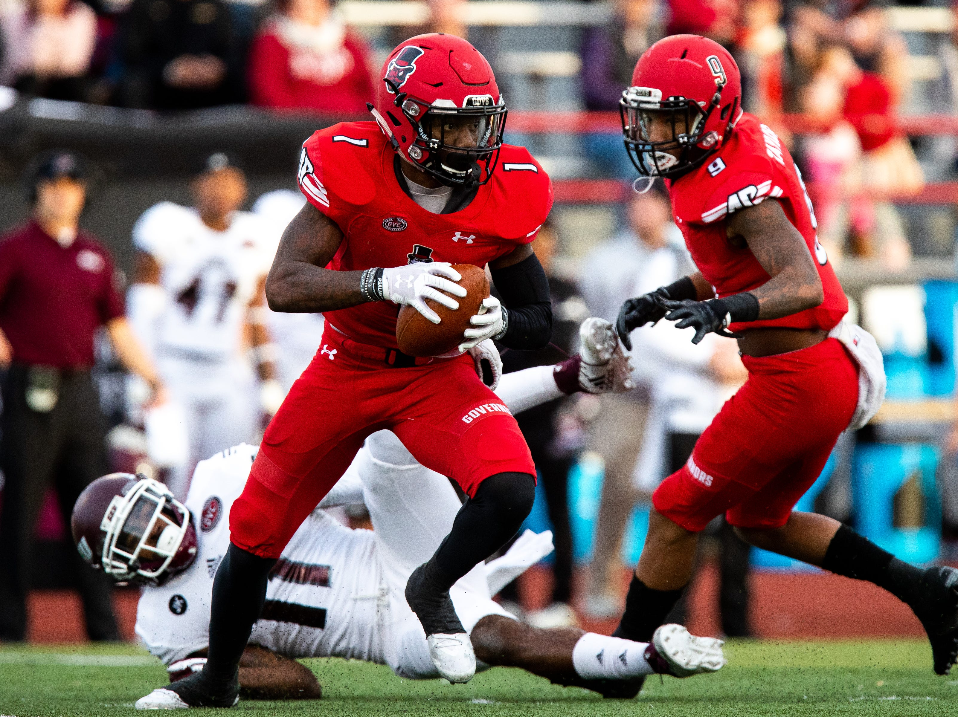 Austin Peay Governors defensive back Malik Davis (1) runs the ball after an interception for a touchdown during the first half at Fortera Stadium Saturday, Nov. 3, 2018, in Clarksville, Tenn.