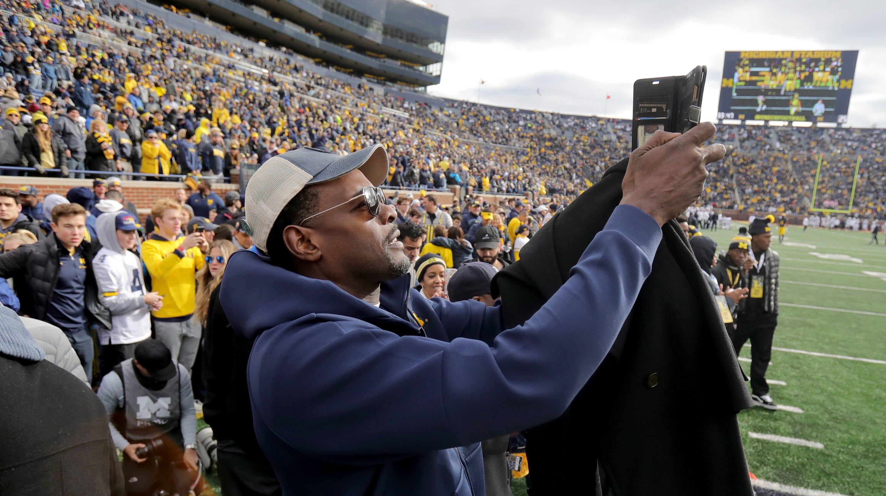 Chris Webber's Michigan return football only, 'great step'