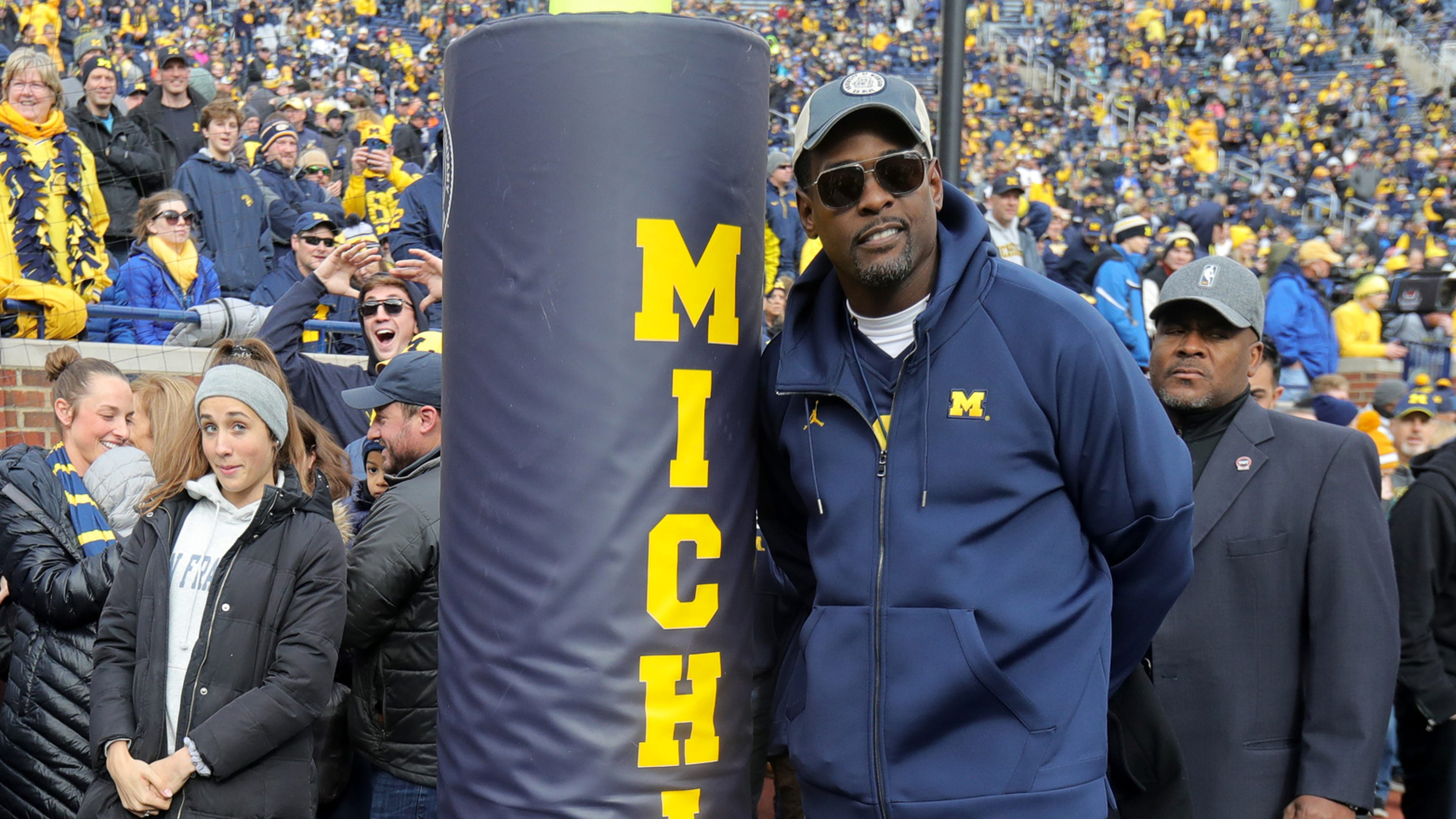 4bf9d6e4ec55c5 Chris Webber receives cheers upon return to Michigan