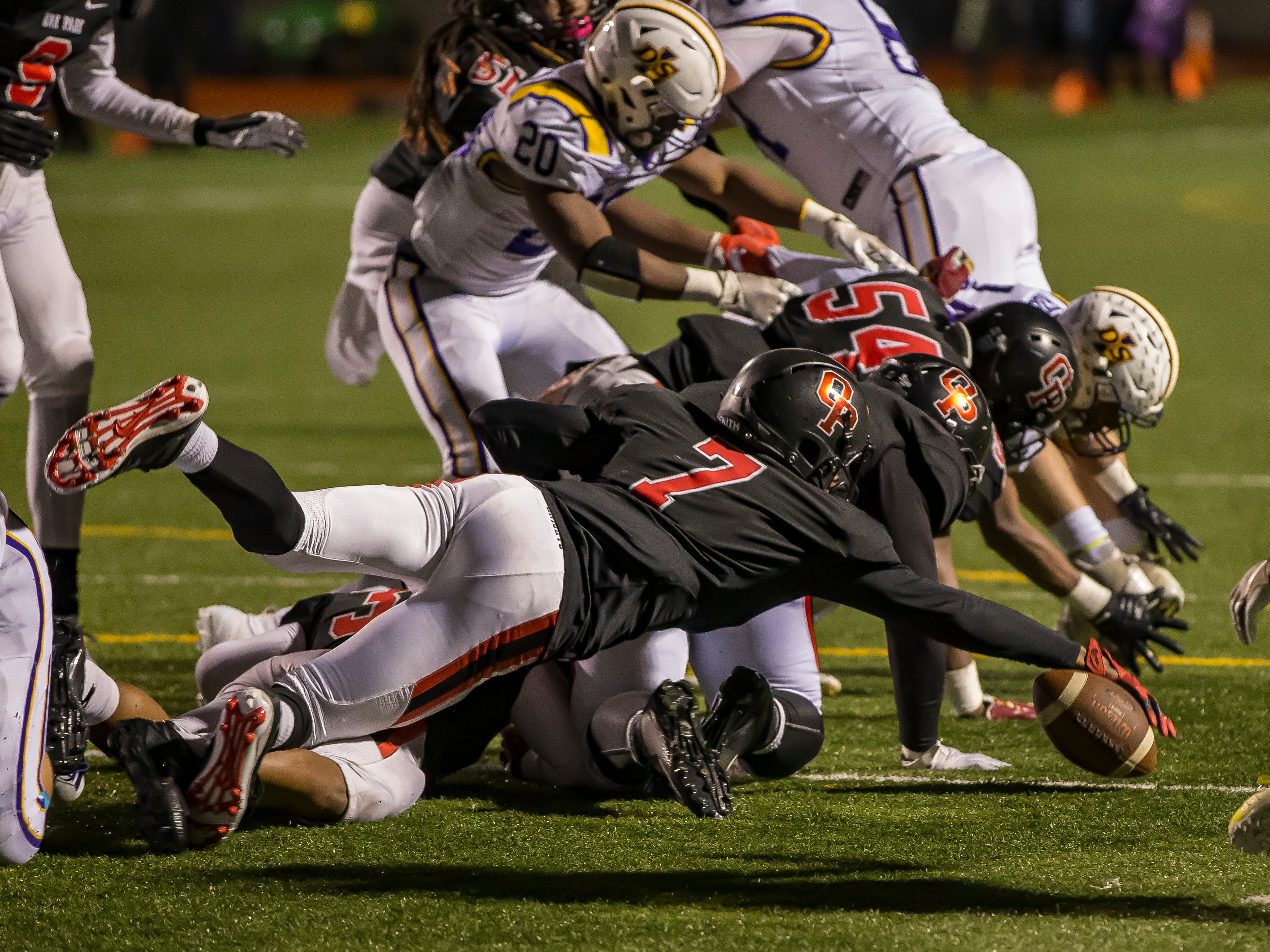 Oak Park's Frank Black (7) dives on a fumble in the fourth quarter.