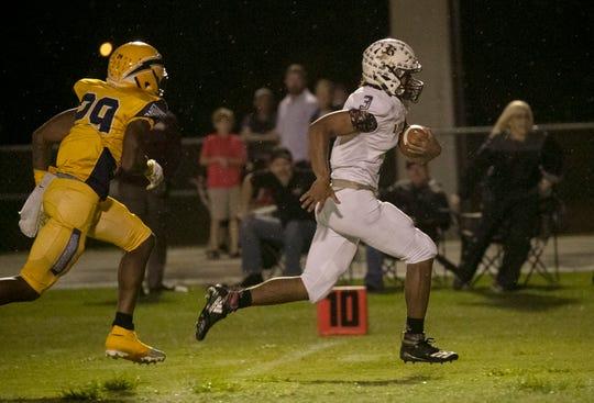 Jaylin Cochran of Riverdale runs in a touchdown in the first quarter against Lehigh on Friday, November 2, 2018, at Lehigh Senior High School.