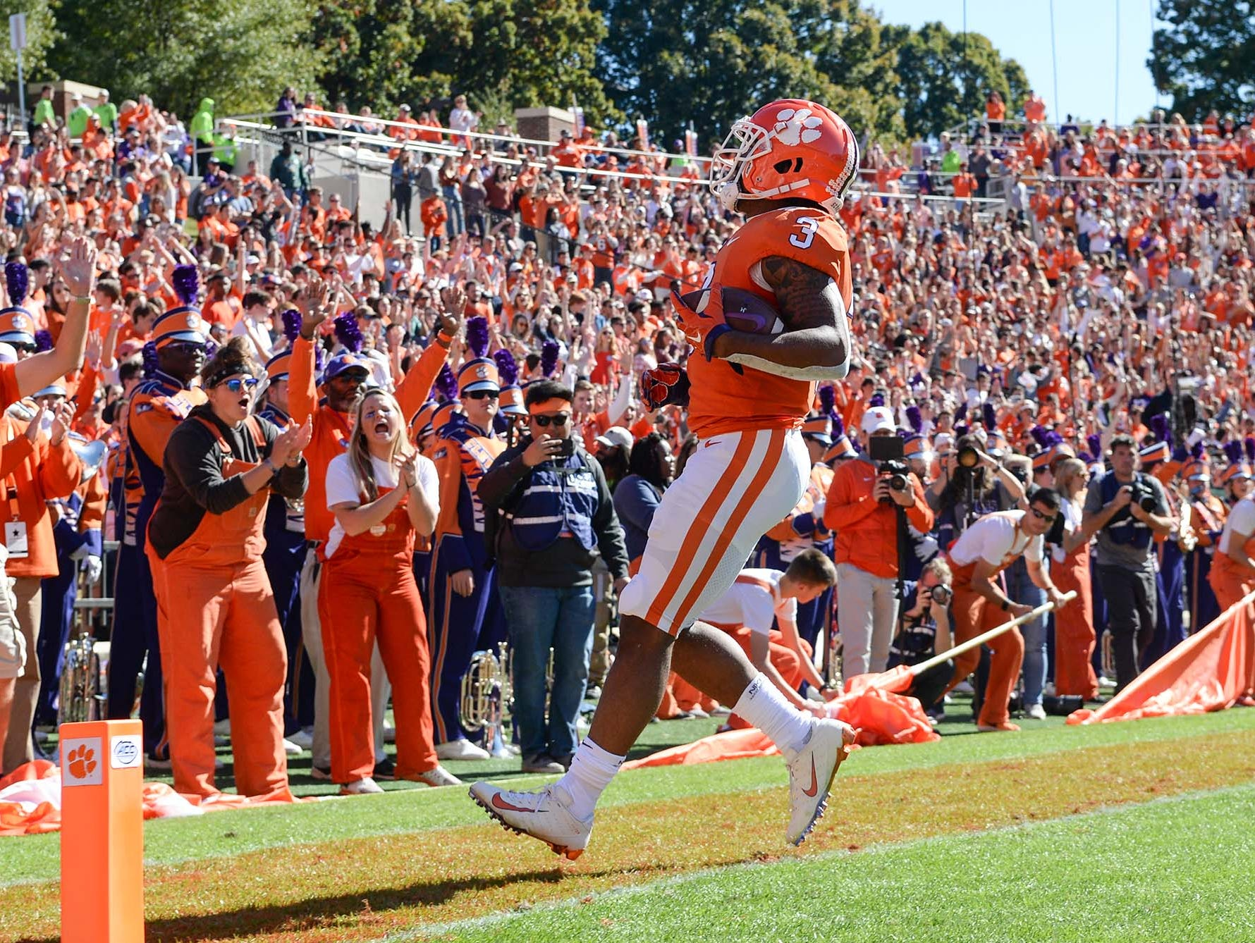 Clemson wide receiver Amari Rodgers (3) scores a three-yard touchdown during the first quarter in Memorial Stadium on Saturday, November 3, 2018.