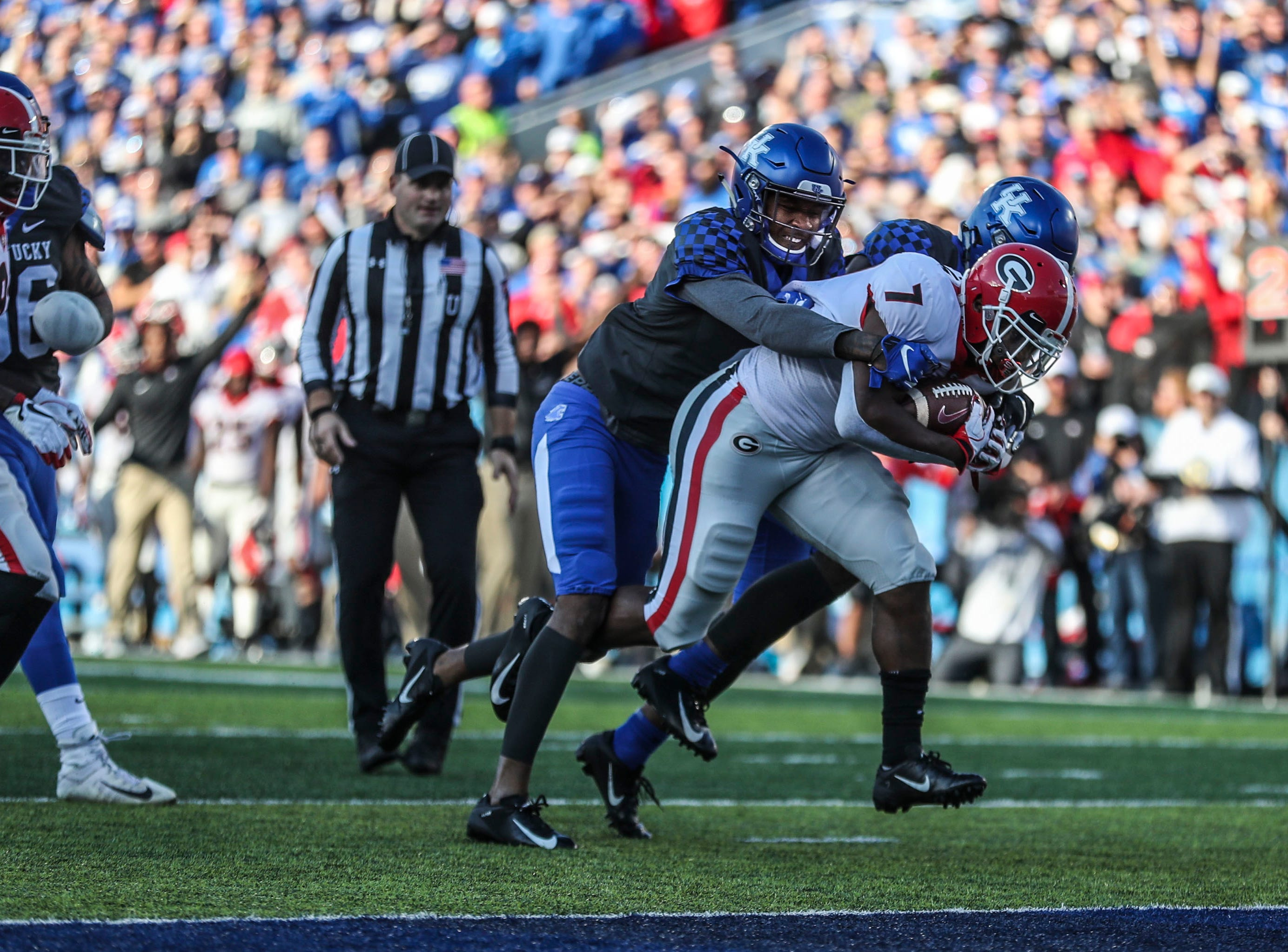 Georgia's D'Andre Swift carried two Kentucky defenders with him to the endzone to help put the Bulldogs up 14-3 in the first half. Saturday. Nov. 3, 2018