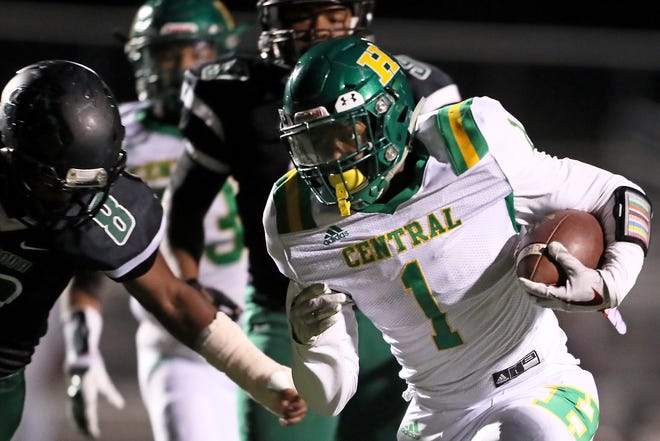 Memphis Central's Dylan Ingram runs in for a touchdown against Cordova during their TSSAA playoff game on Friday, November 2, 2018.